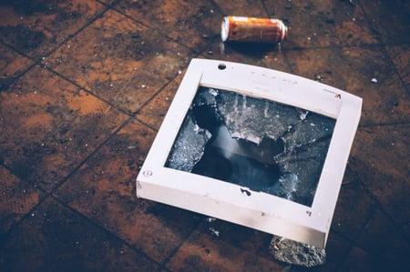 Facebookin uudistus tappoi markkinoinnin. Luojan kiitos. Kuva tuhotusta näytöstä.